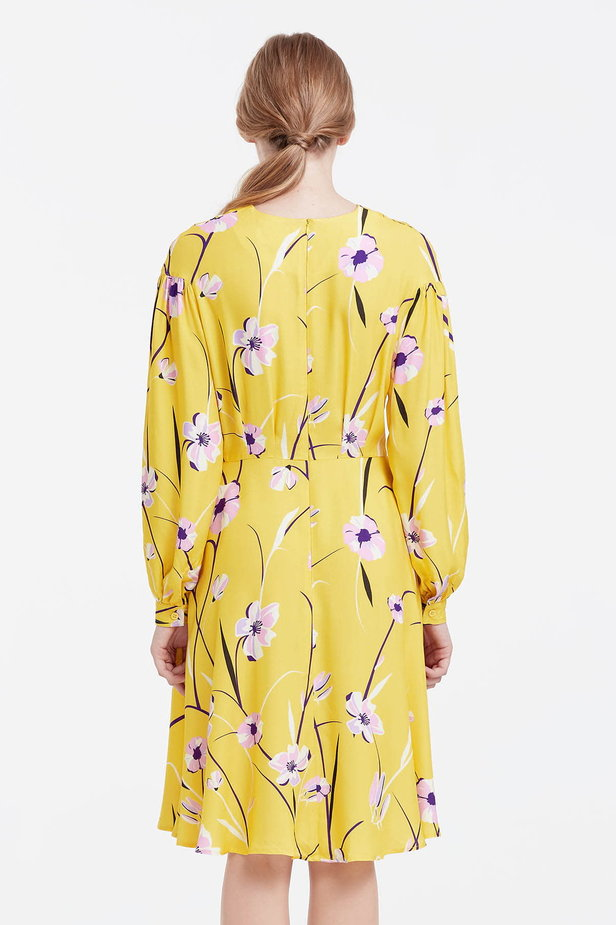 Yellow dress with a floral print and a concealed placket photo 4 - MustHave online store