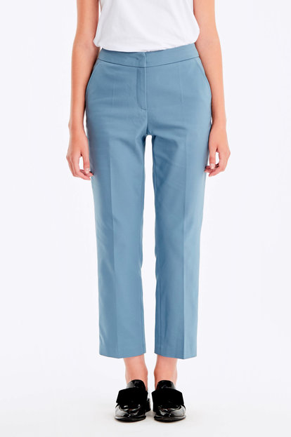 Cropped blue trousers