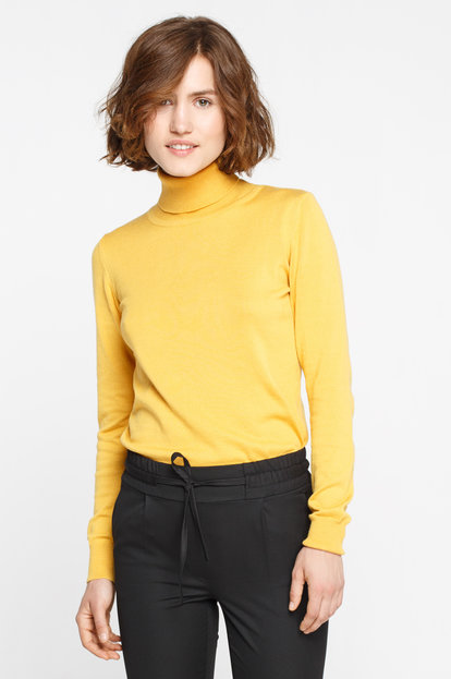 Mustard turtleneck with cotton