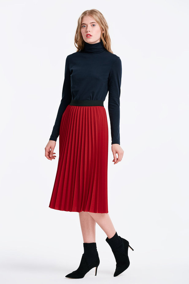 Below the knee pleated red skirt photo 4 - MustHave online store