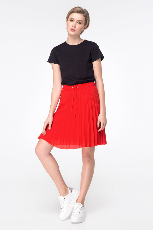 Red above-knee pleated skirt photo 3 - MustHave online store