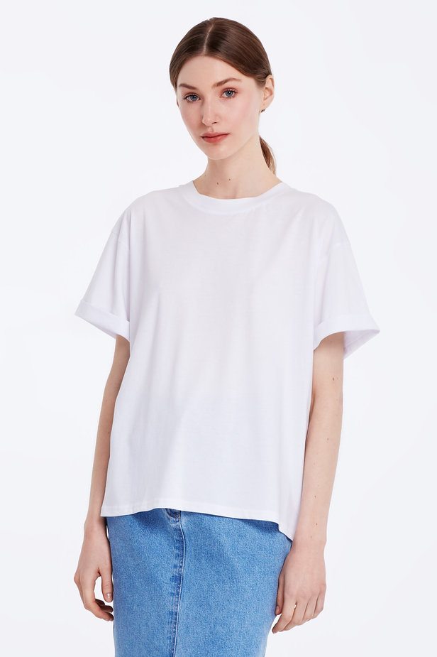 Loose-fitting white T-shirt with cuffs photo 1 - MustHave online store