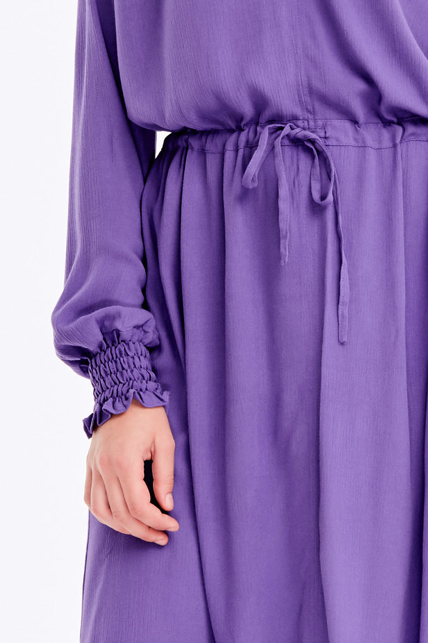 Violet dress with a keyhole photo 2 - MustHave online store