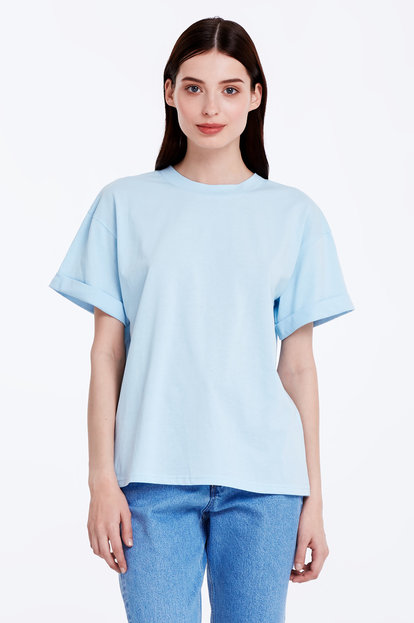 Loose-fitting blue T-shirt with cuffs