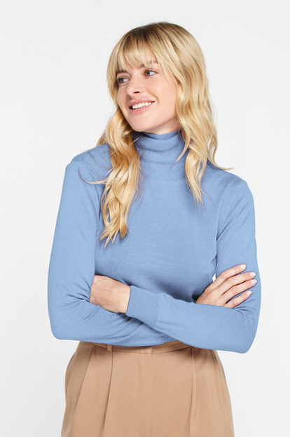Blue turtleneck with cotton