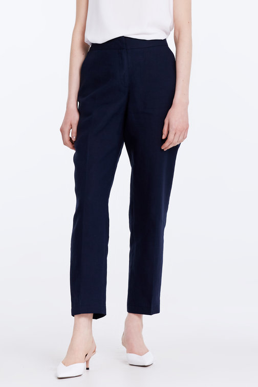 Short dark-blue linen trousers