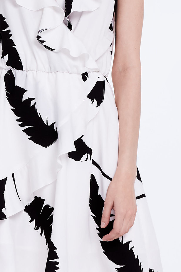 White sundress with black feathers and ruffles photo 2 - MustHave online store