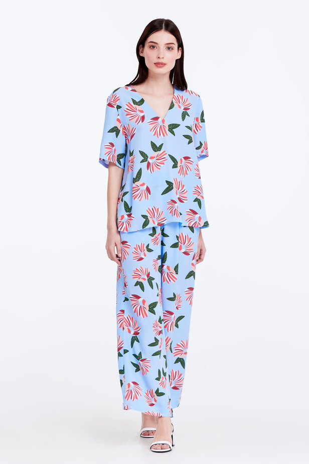 Wide leg blue trousers with a floral print photo 3 - MustHave online store
