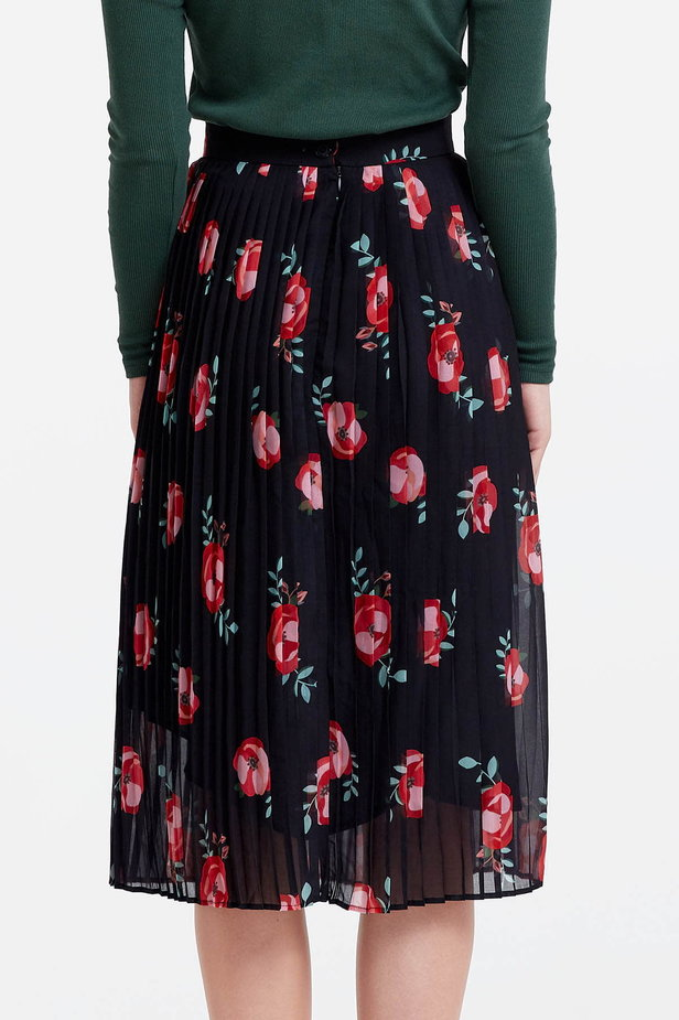 Below the knee pleated black skirt with a floral print photo 3 - MustHave online store