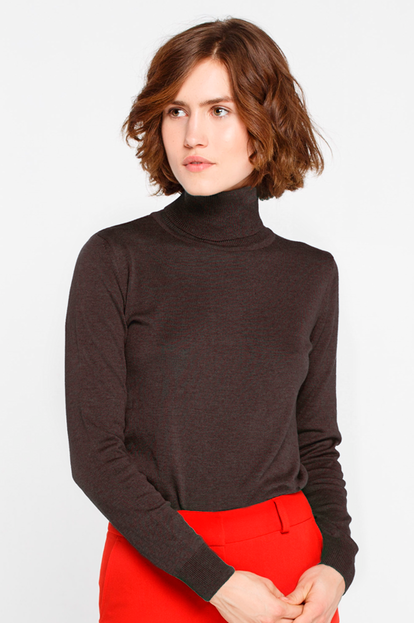 Brown turtleneck with cotton