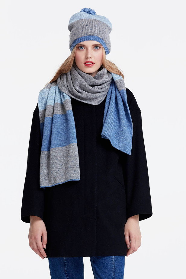 Grey scarf with blue stripes photo 1 - MustHave online store