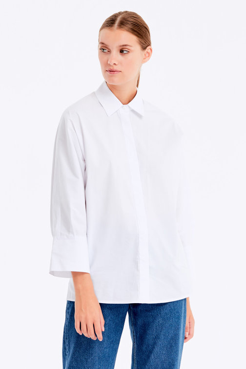 Loose-fitting white shirt with a concealed placket