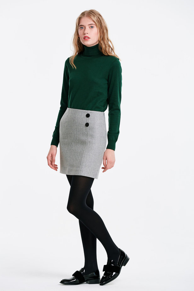 Skirt with a herringbone print and buttons photo 3 - MustHave online store
