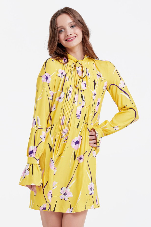 Yellow dress with a floral print, pleats and a bow photo 1 - MustHave online store