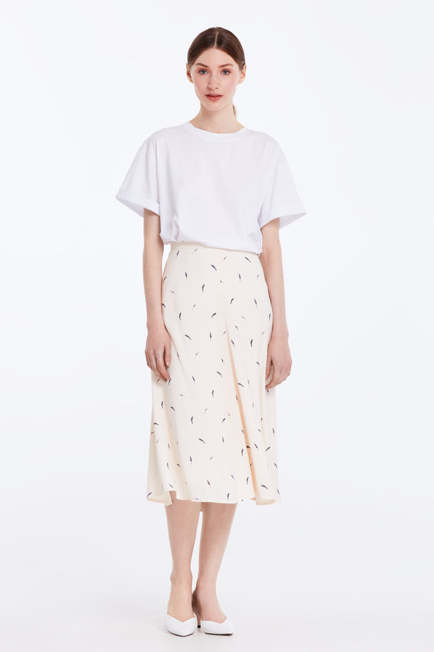 Midi peach-colored skirt with a lavender print photo 3 - MustHave online store