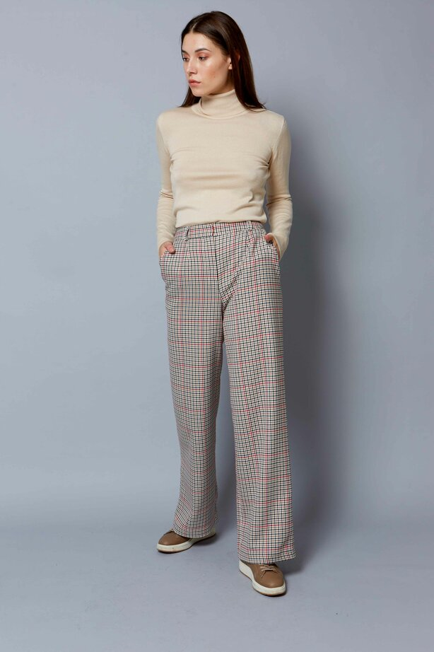 Wide checkered trousers