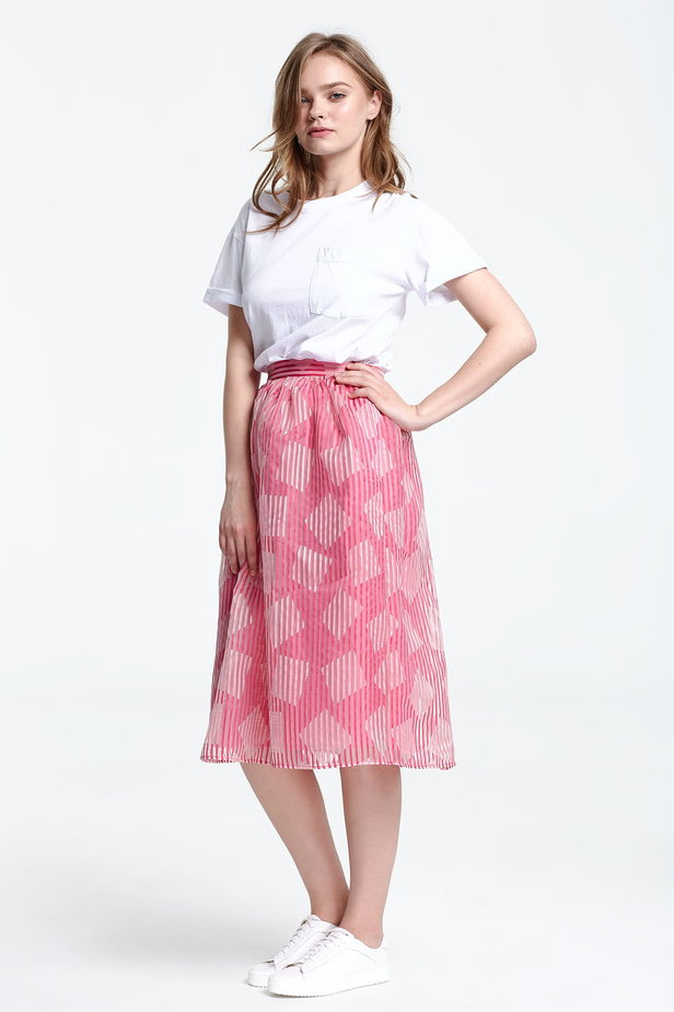 Below the knee striped pink skirt, rhombs print photo 2 - MustHave online store