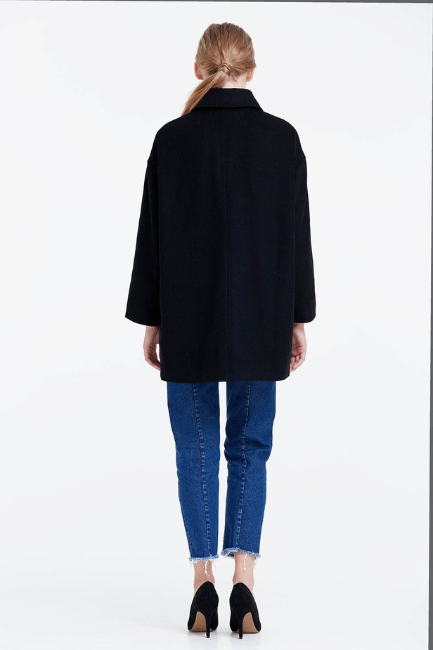 Black coat photo 3 - MustHave online store