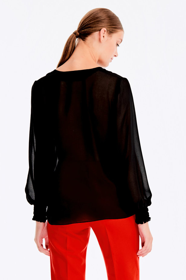 Black blouse with elastic band on sleeves photo 4 - MustHave online store