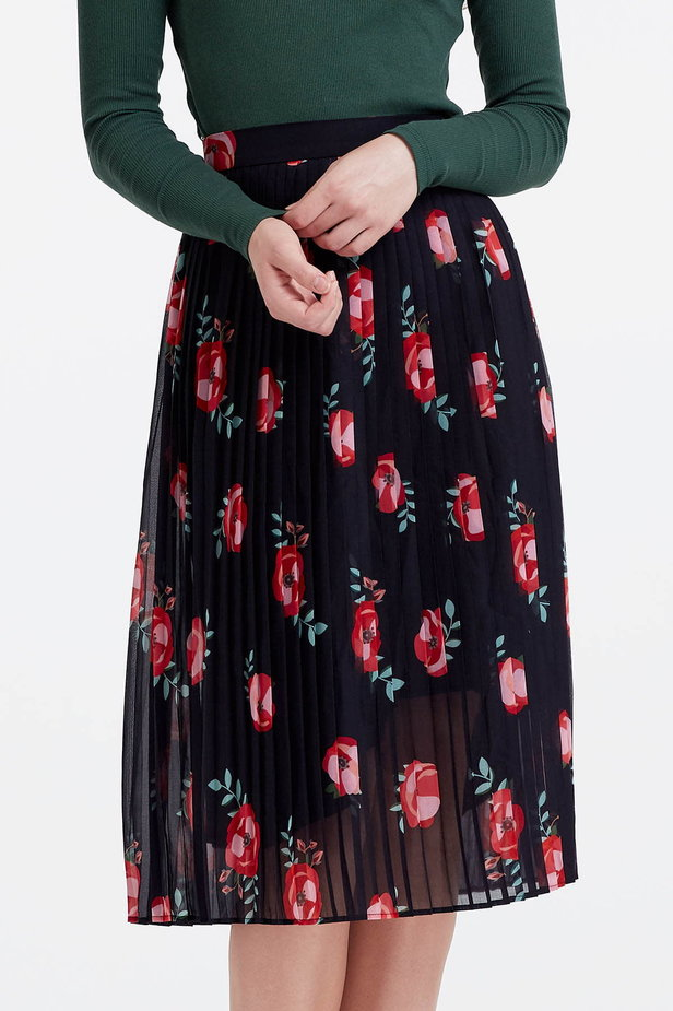 Below the knee pleated black skirt with a floral print photo 1 - MustHave online store
