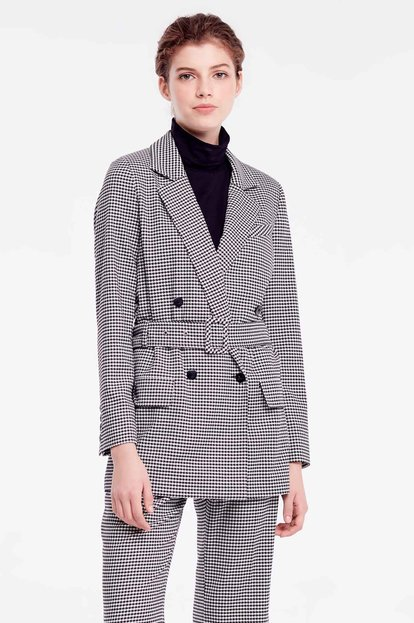 Double-breasted jacket with houndstooth print and belt