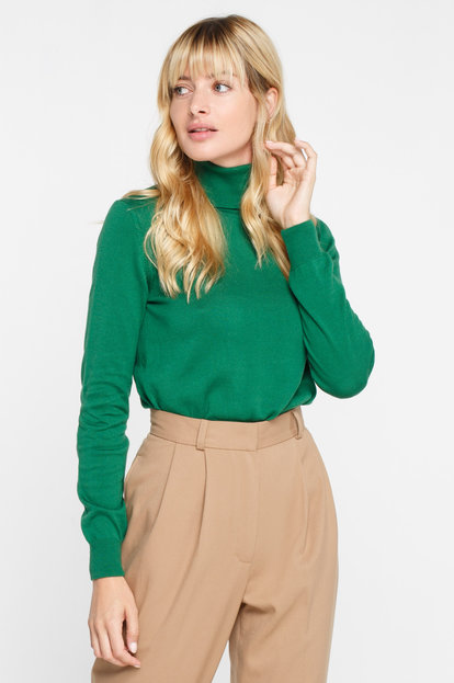 Green turtleneck with cotton