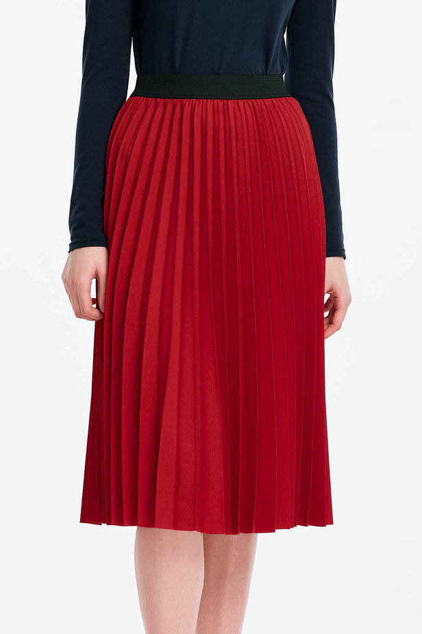 Below the knee pleated red skirt photo 1 - MustHave online store