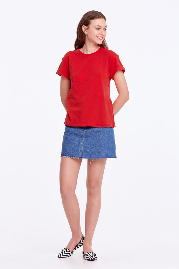 Loose-fitting red T-shirt with cuffs photo 3 - MustHave online store
