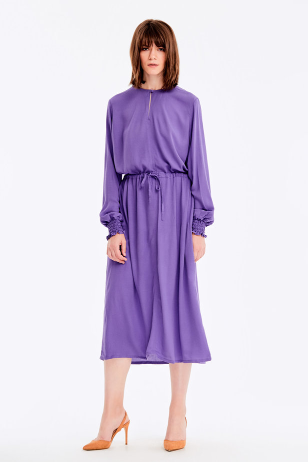 Violet dress with a keyhole photo 3 - MustHave online store