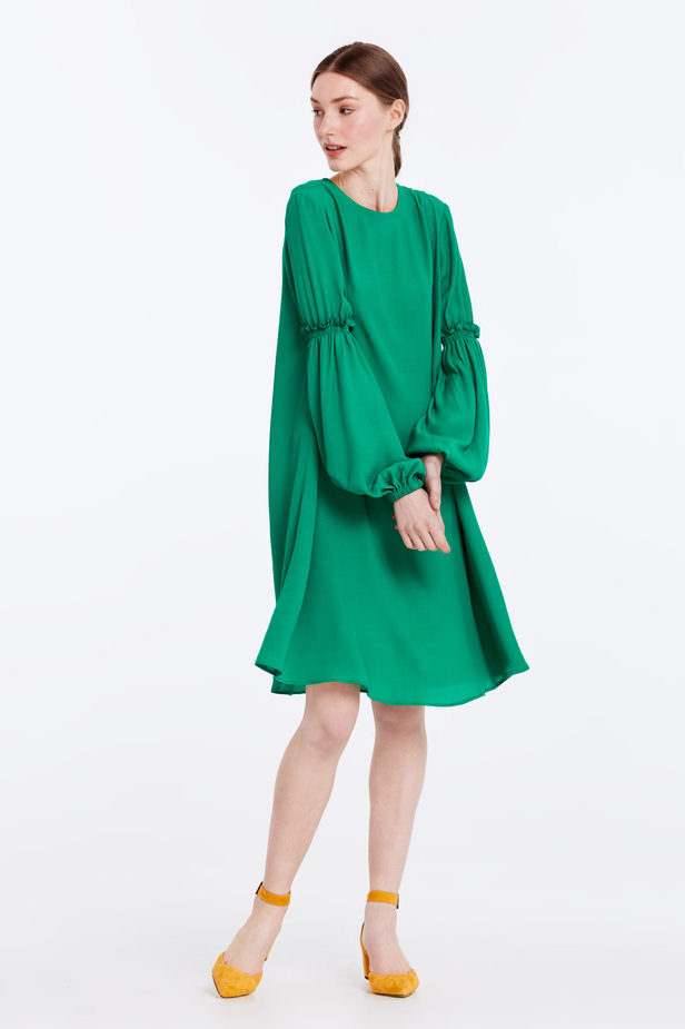 Loose-fitting green dress with ruffles on the sleeves photo 4 - MustHave online store