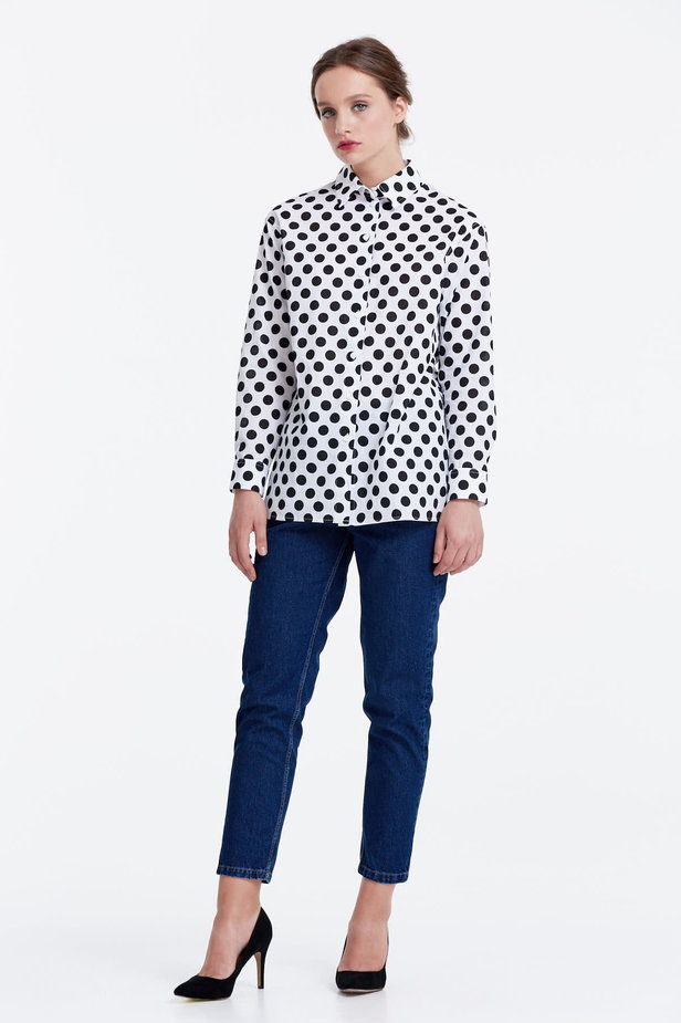 White shirt with a black polka dot print photo 2 - MustHave online store