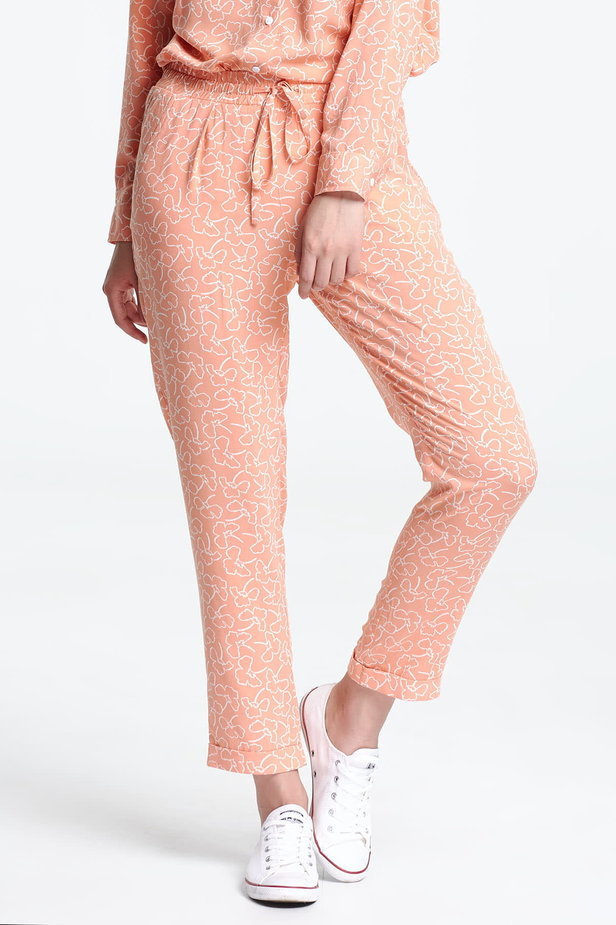 Short peach-colored trousers with white flowers photo 1 - MustHave online store