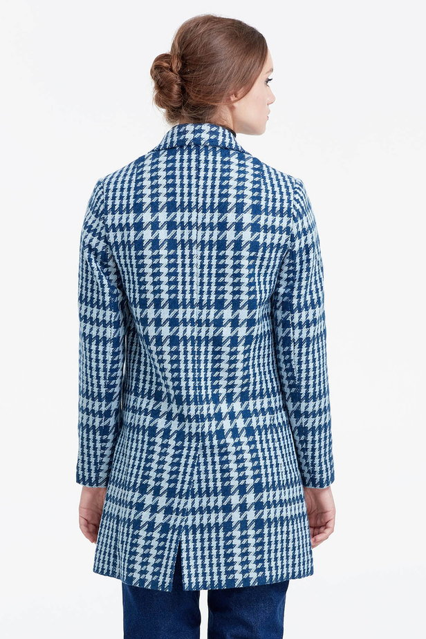 Long double-breasted jacket with a houndstooth print photo 4 - MustHave online store
