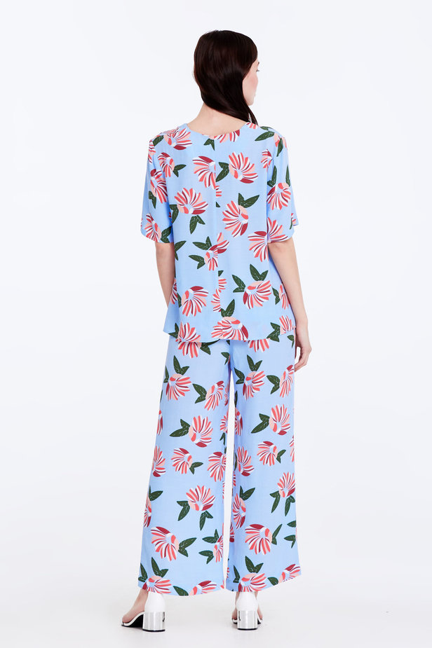 Wide leg blue trousers with a floral print photo 7 - MustHave online store