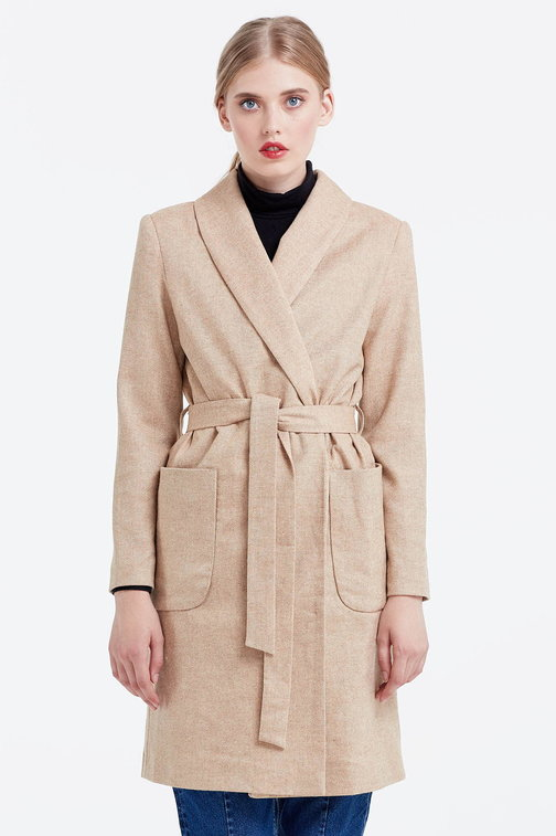 Long beige jacket with pockets and a belt