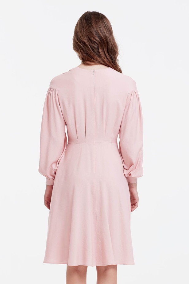 Powder pink dress with a concealed placket and balloon sleeves photo 4 - MustHave online store