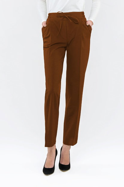 Brown pants with an elastic waistband