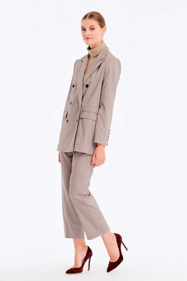 Double-breasted beige jacket with a houndstooth print and pockets photo 4 - MustHave online store