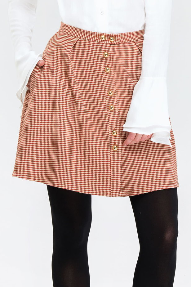 Mini flared skirt with a brown houndstooth print and buttons photo 1 - MustHave online store
