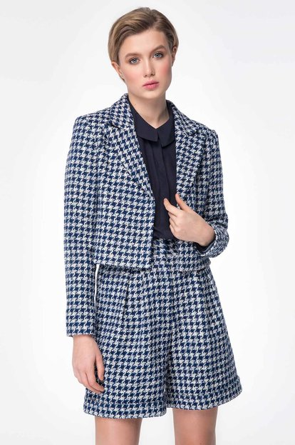 Shortened jacket with blue&white houndstooth print