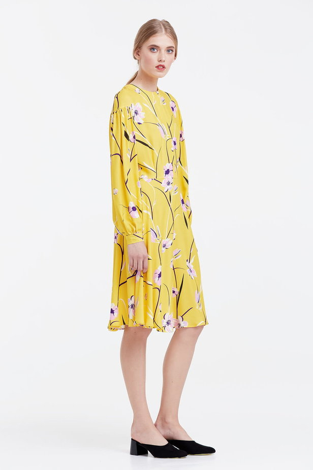 Yellow dress with a floral print and a concealed placket photo 5 - MustHave online store