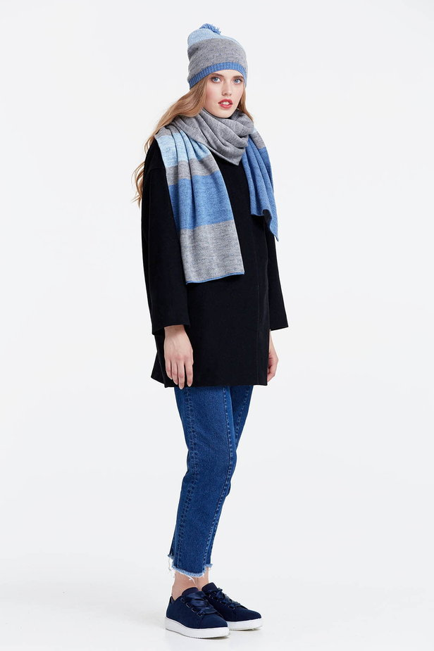 Grey scarf with blue stripes photo 4 - MustHave online store