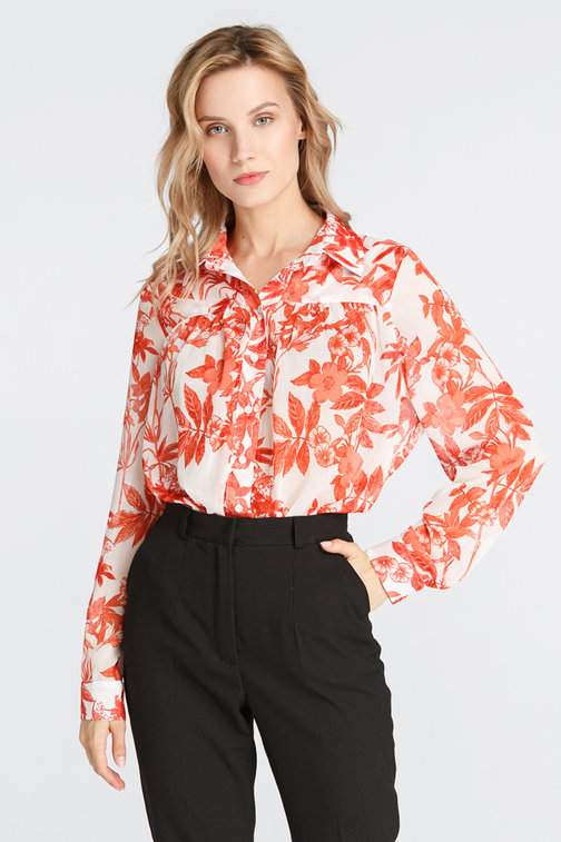 Shirt in the red flowers