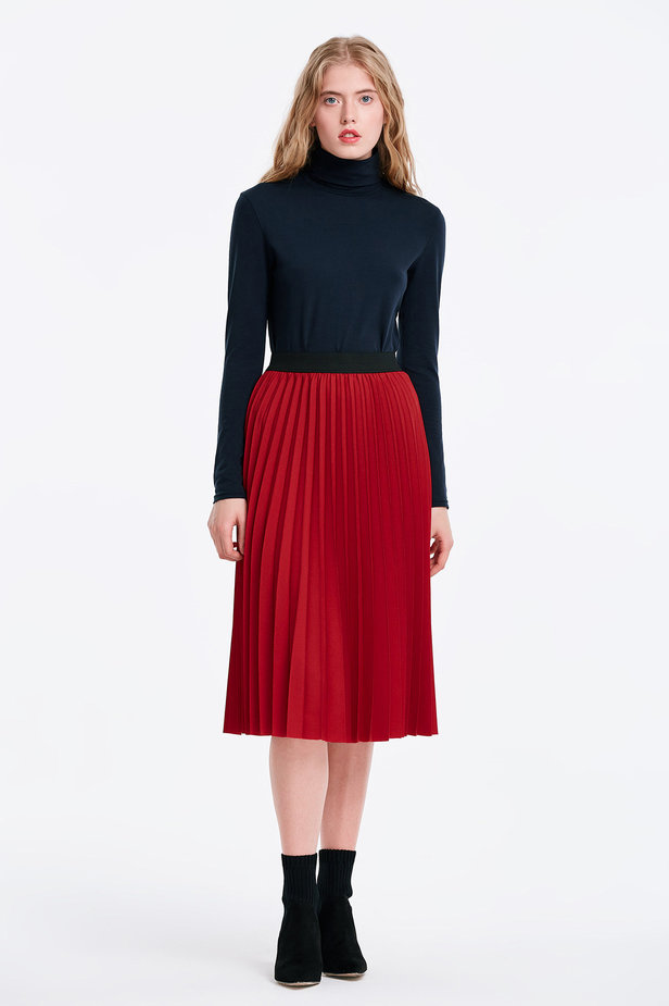 Below the knee pleated red skirt photo 3 - MustHave online store
