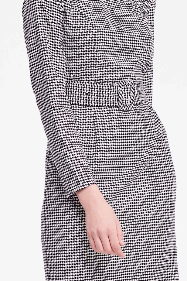Column dress with black-and-white houndstooth print photo 3 - MustHave online store