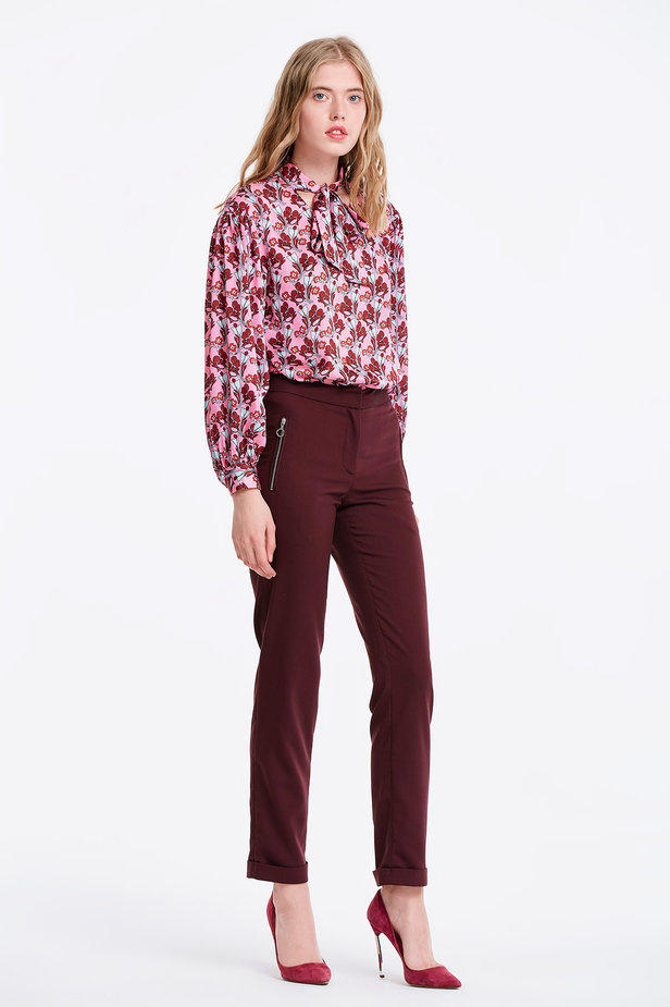 Pink blouse with a floral print and a bow photo 6 - MustHave online store