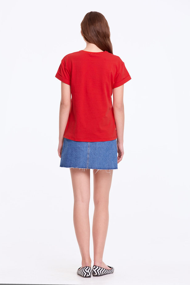 Loose-fitting red T-shirt with cuffs photo 5 - MustHave online store